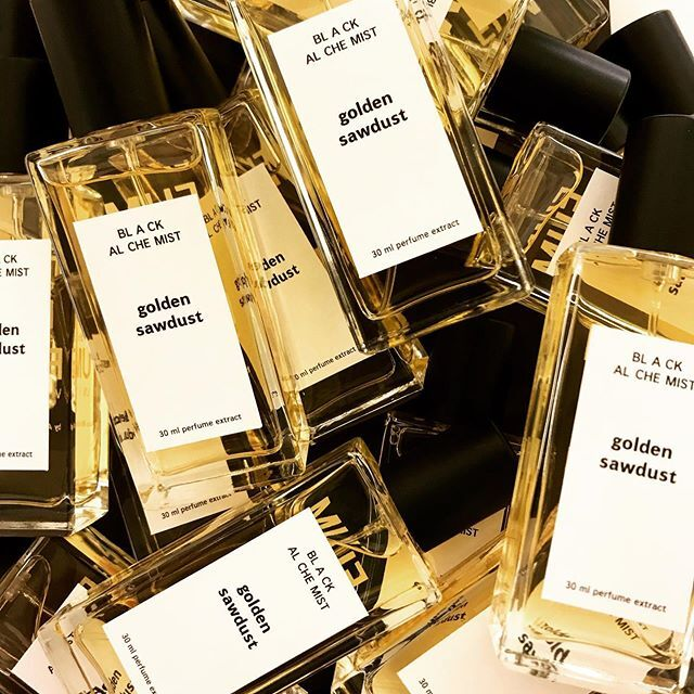 Golden Sawdust from Black Alchemist collection ❤️ #FUMparFUM #creative #studio #intelectual #perfumes #art #artistic  #niche #perfumery #handmade #fragrances #conceptual